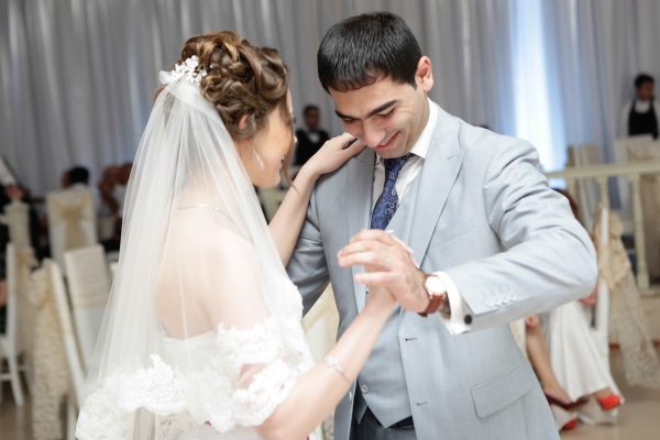 Wedding_vals_of_Azerbaijanian_couple(600x400)